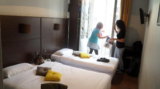 Hotel Ambassadeurs: our room for 3