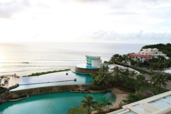 Sheraton Laguna Guam Resort: 部屋からの眺め(オーシャンビュー&プール)