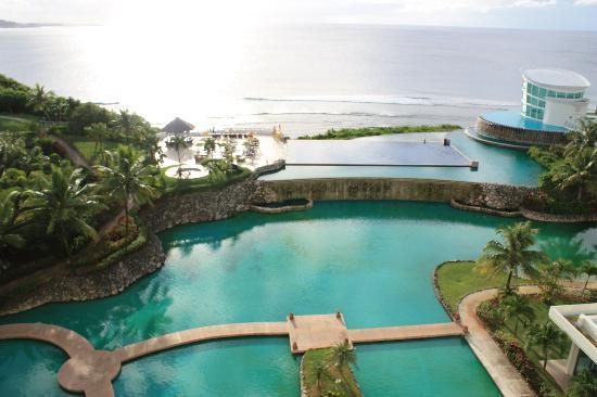 Sheraton Laguna Guam Resort: ホテルのラグーン風池