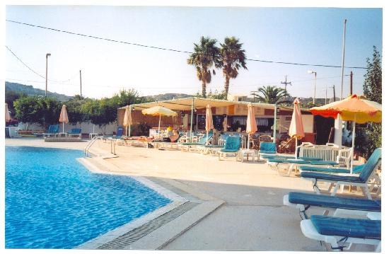 Antony's Hotel: Pool + Bar @ Antonis