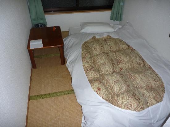 Hotel Maruchu Centro: 布団をしいたら、このくらい