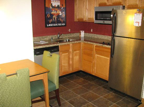 Residence Inn San Diego Mission Valley: Kitchen