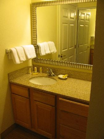 ‪‪Residence Inn San Diego Mission Valley‬: Bath Area‬