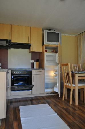 Apart Hoedl: kitchen