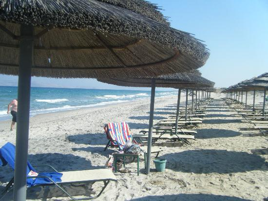 Atlantica Marmari Beach: Where is everyone!