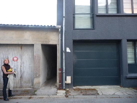 2bis : Alley enterance from Rue du Thorin