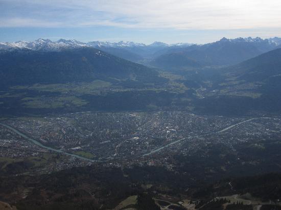 Innsbrucker Nordkettenbahnen: Blick auf die Stadt