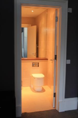كابيتال ريزيدانس: Suite Bathroom