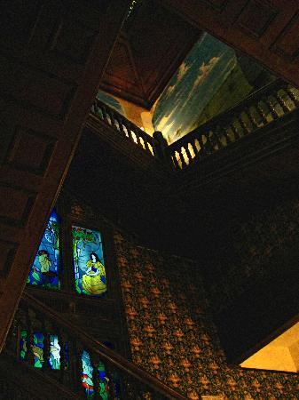 Columns Hotel: Columns Staircase