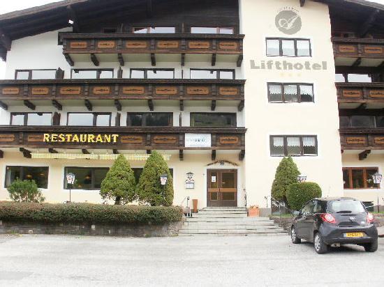 Kirchberg, Österreich: lift hotel