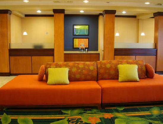 Fairfield Inn & Suites Youngstown Austintown: Lobby area