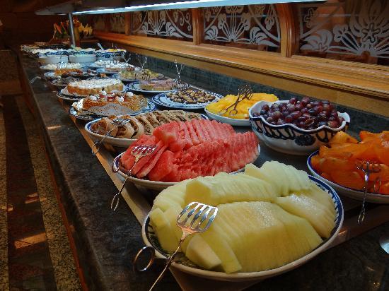 Hotel Riu Palace Meloneras Resort: Desert buffet - amazing!