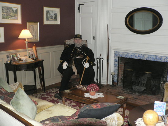 General Rufus Putnam House: Resting in the Library