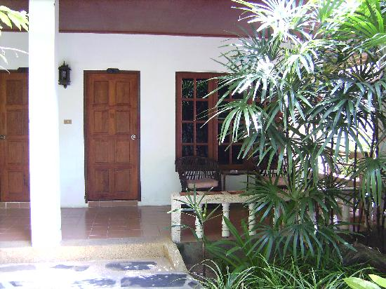 Tropica Resort and Restaurant: Entrée du bungalow