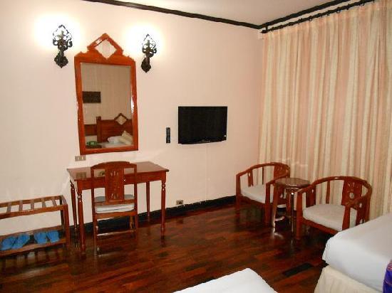 Phousi Hotel interior