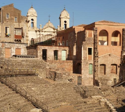 Parco Archeologico Greco Romano di Catania : view on the church