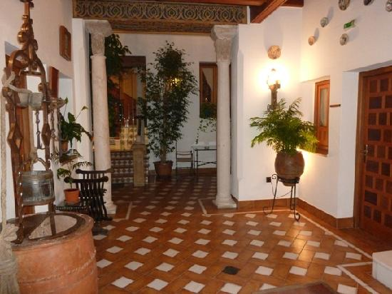 Hotel La Llave de la Juderia: The entrance, more inline with the decor of the old city of Córdoba