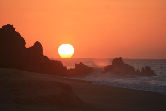 Pueblo Bonito Pacifica Golf & Spa Resort: sunrise over the arch
