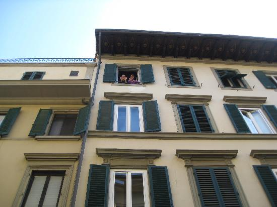 B & B Novecento: Owners at the window.