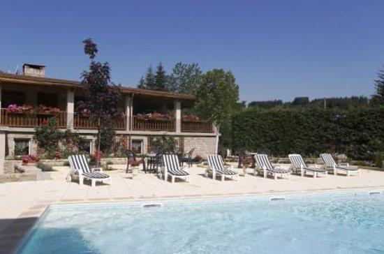 Hotel au Pont de Raffiny : piscine