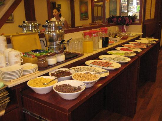 Q Hotel Turkey breakfast buffet - Pic...