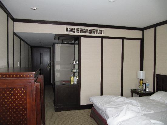 Iyara Lake Hotel & Resort: Bedroom - lovely and modern
