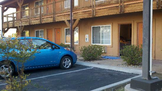 Ramada Limited Lebec: Friendly staff allowed me to charge my car from my room.