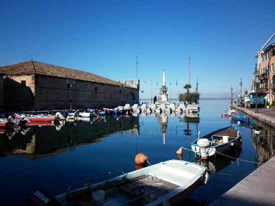 Hotel Al Pescador : le petit port de lazise