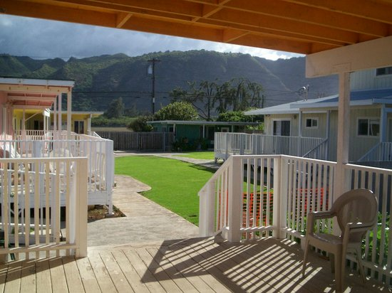 Mokuleia, Hawái: the compound frm the orange house deck