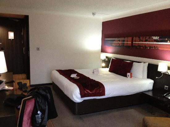 Crowne Plaza Birmingham City Centre: Typical room
