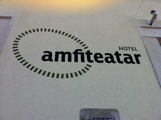 Amfiteatar Hotel: Front