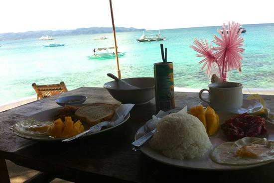 Spider House Resort : Breakfast overlooking the beach
