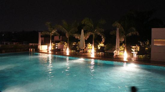 JW Marriott Hotel Pune: Pool Area