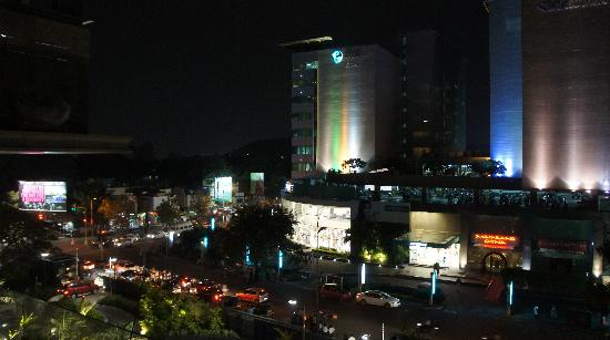 JW Marriott Hotel Pune : View of Shopping centre from Pool arae