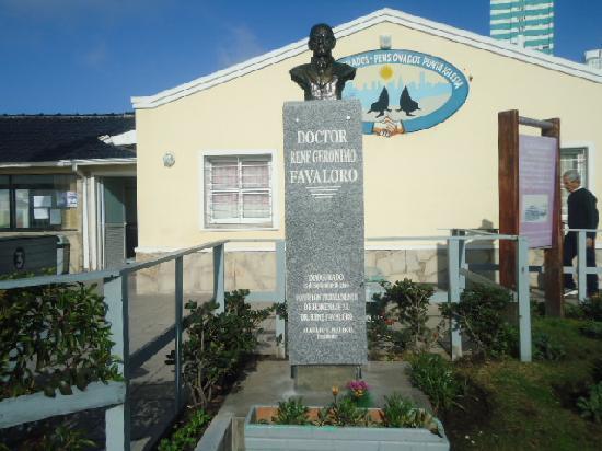 Paseo Adolfo Davila: Punta Iglesia,homenaje al Dr. René Favaloro