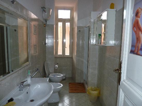 1 Step from St. Peter: Il bagno più grande