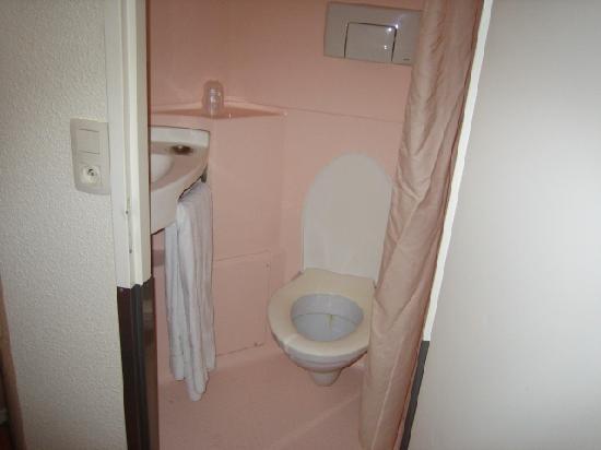 Premiere Classe Hotel Liege : Bathroom