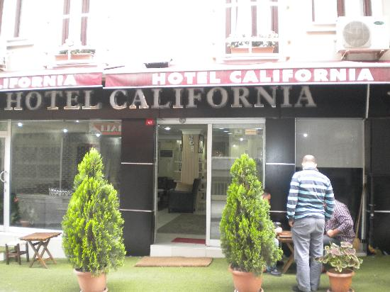 Hotel California Istanbul: Front door