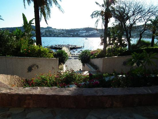Hotel Baia Bodrum: view to the jetty and decking