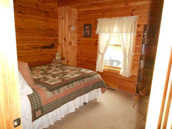 Cabins At Hickory Ridge: Bedroom #2 at Eagles Lodge