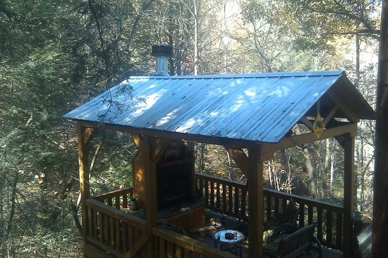 Avenair Mtn Cabin Rentals : Out door fire place 20 feet from hot tub on 2nd floor