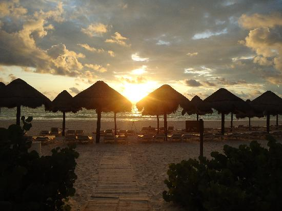 Secrets Maroma Beach Riviera Cancun: Sunrise on the beach