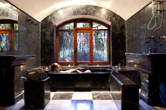 Le Grand Hôtel : Bain d'eau thermale