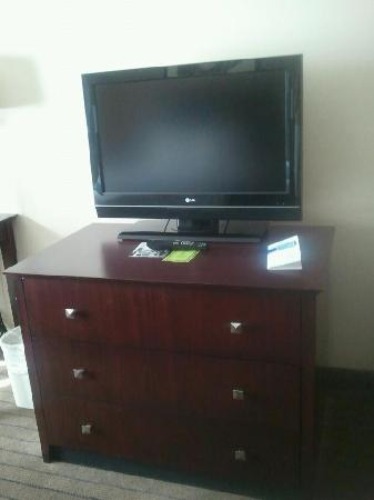 Holiday Inn Aurora North- Naperville: Flat screen (small) tv on dresser