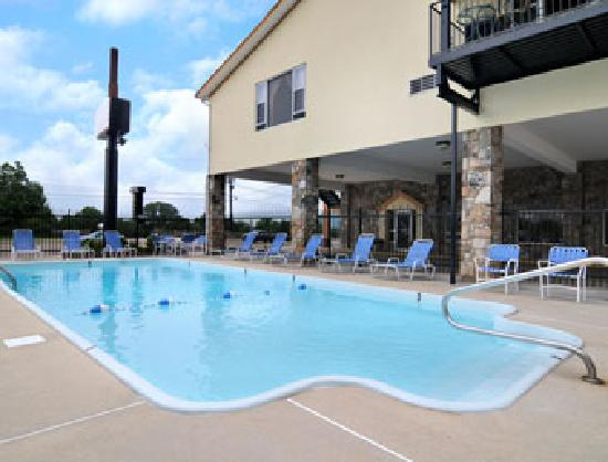 Super 8 by Wyndham Kimball: Pool at the Super 8 Kimball in Kimball, Tennessee