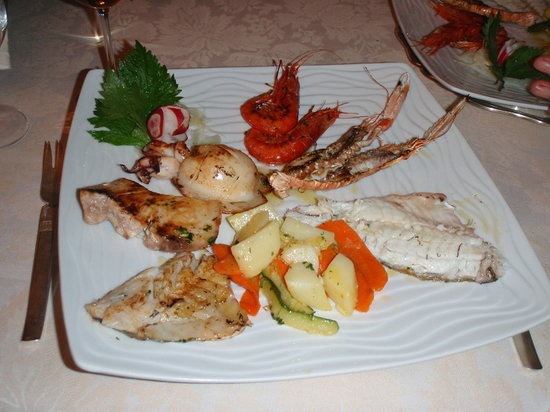 Da Alfredo : Generous sized grilled fish - main
