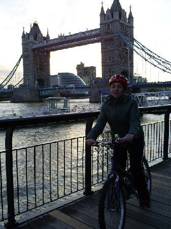 เบรคอะเวย์ ไบค์ทัวร์: Tower Bridge