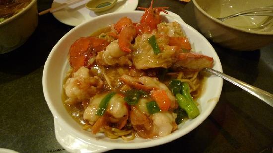 Closeup of lobster chunks on yee mein noodle, yum! - Foto di Big Wong ...