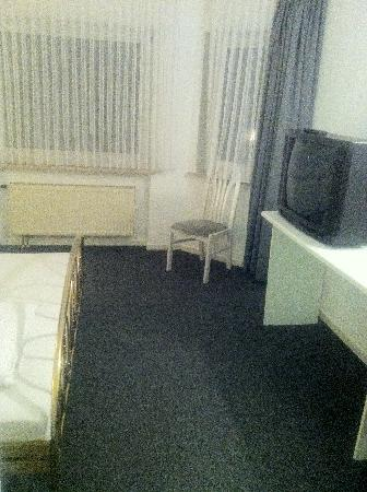 Hotel Asslar: Ampia Stanza