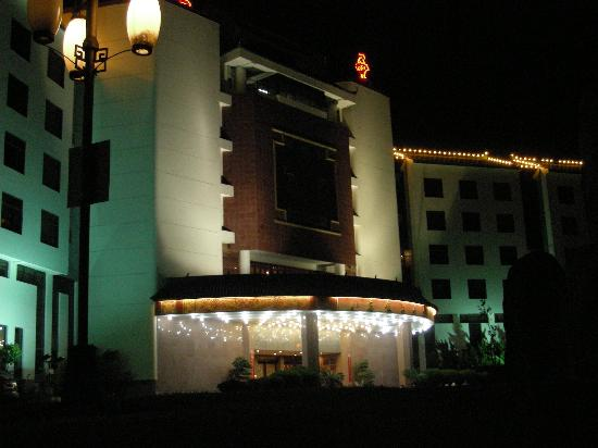 Asian Star Hotel (Ya Xin): Asia Star by night